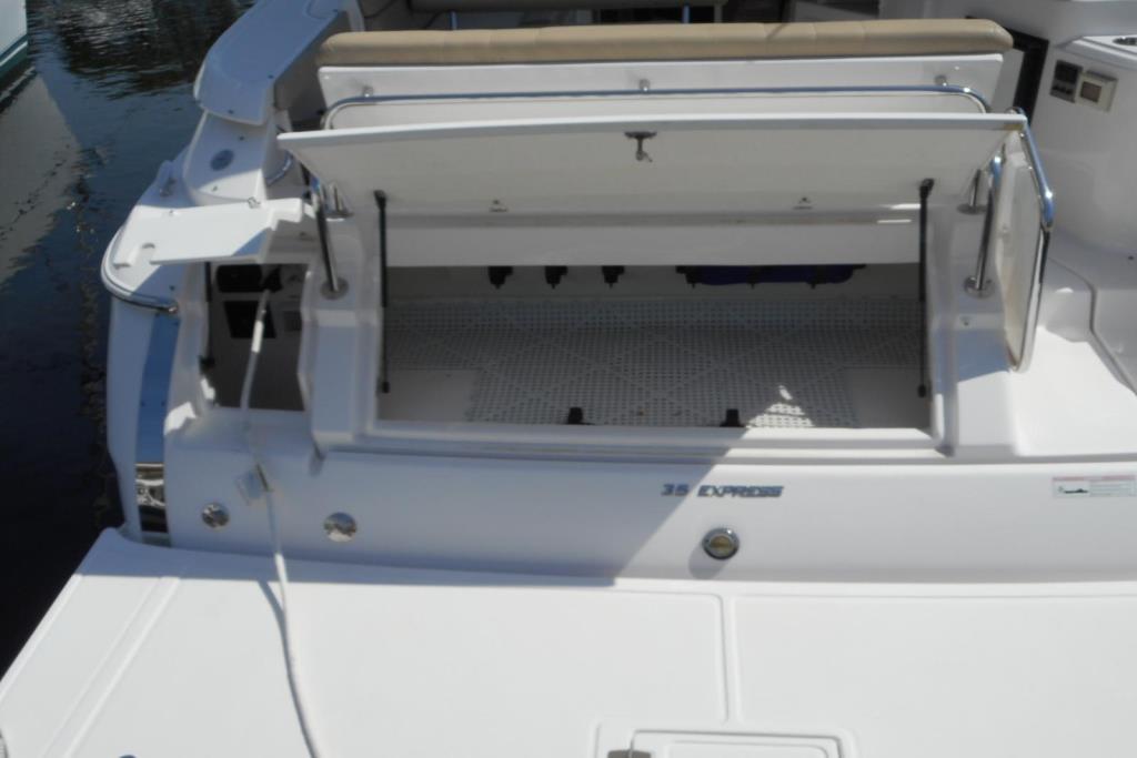 2012 Regal 35 Express Cruiser Image Thumbnail #6