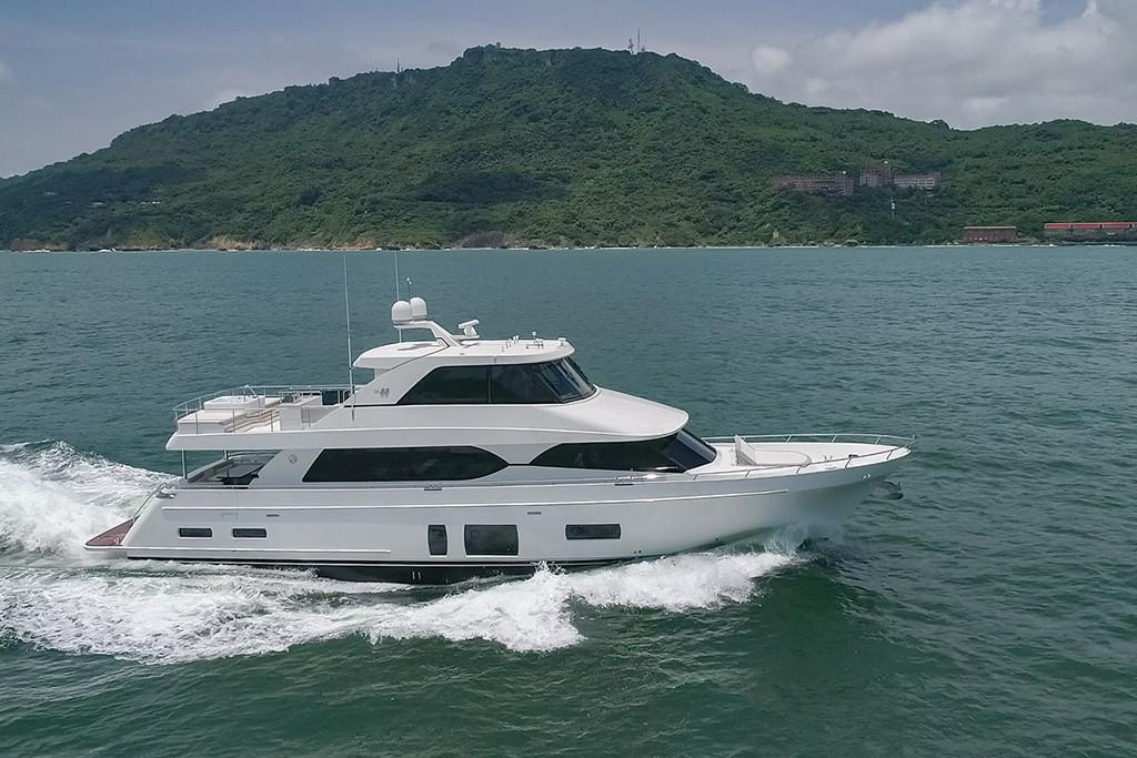 Thumbnail 2 for 2020 Ocean Alexander 88 Motoryacht Skylounge