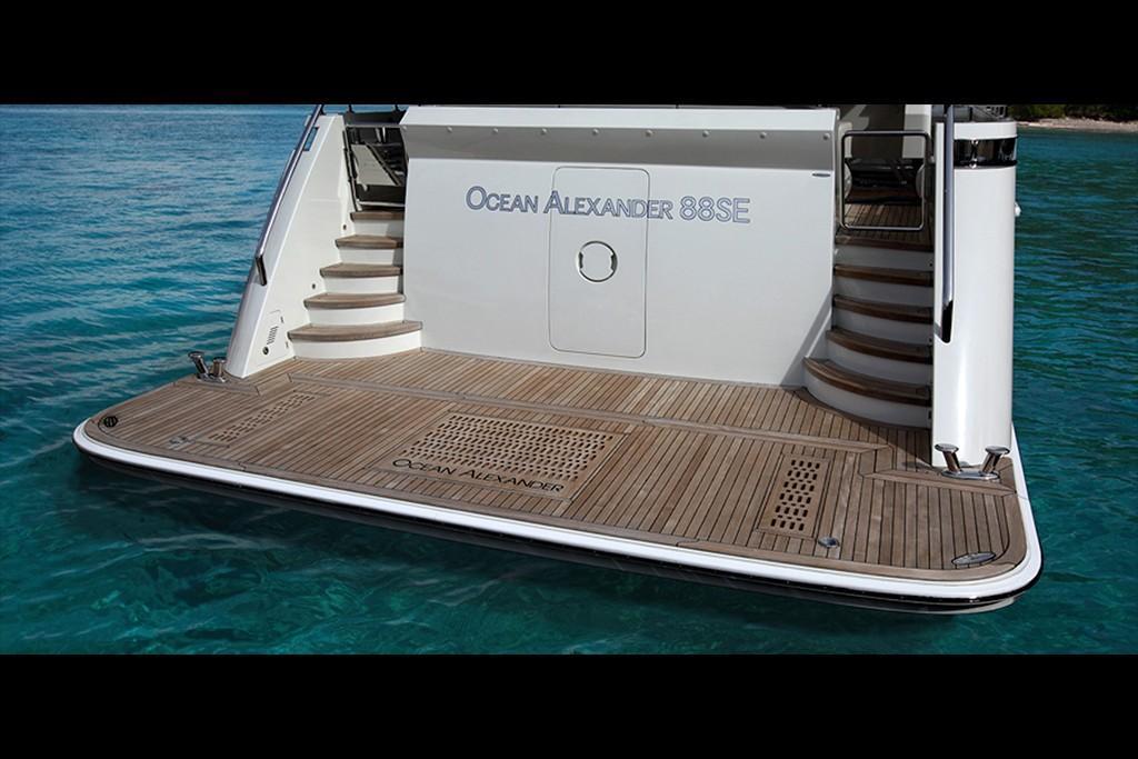 Thumbnail 4 for 2020 Ocean Alexander 88 Motoryacht Skylounge