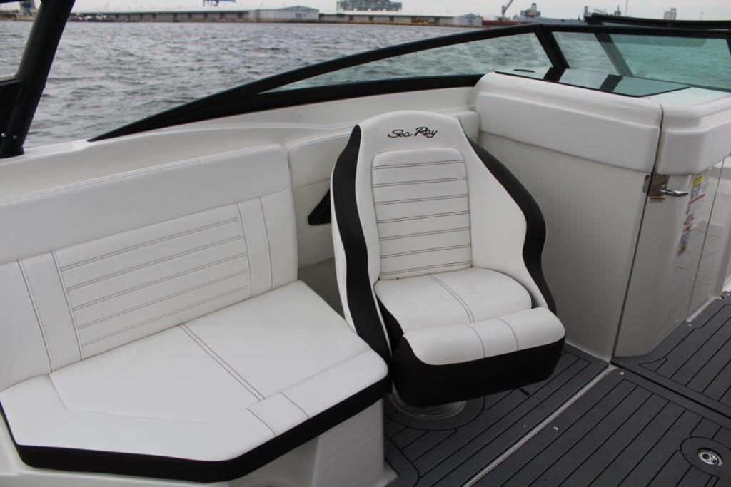 Photo 17 for 2020 Sea Ray SPX 230 Outboard