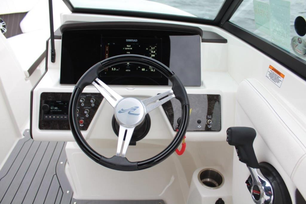 Photo 25 for 2020 Sea Ray SPX 230 Outboard
