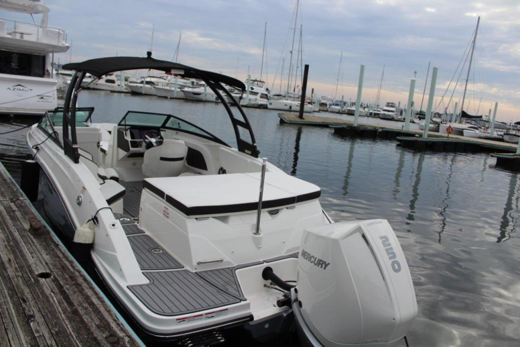 Photo 11 for 2020 Sea Ray SPX 230 Outboard