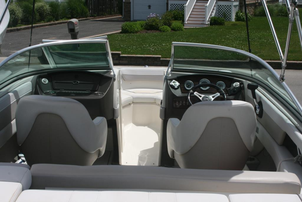 2010 Sea Ray 210 SEL Image Thumbnail #2