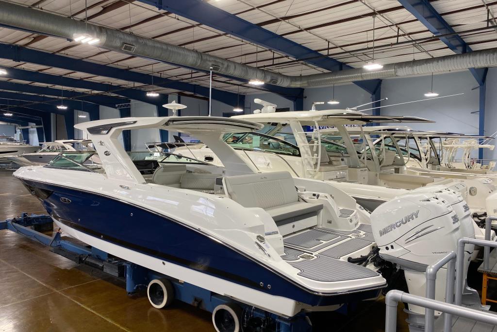 2020 Sea Ray SLX 350 Outboard Image Thumbnail #1