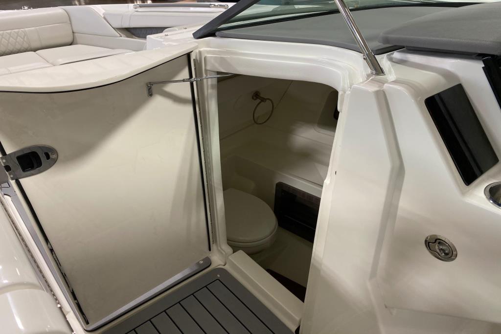 2020 Sea Ray SLX 350 Outboard Image Thumbnail #9