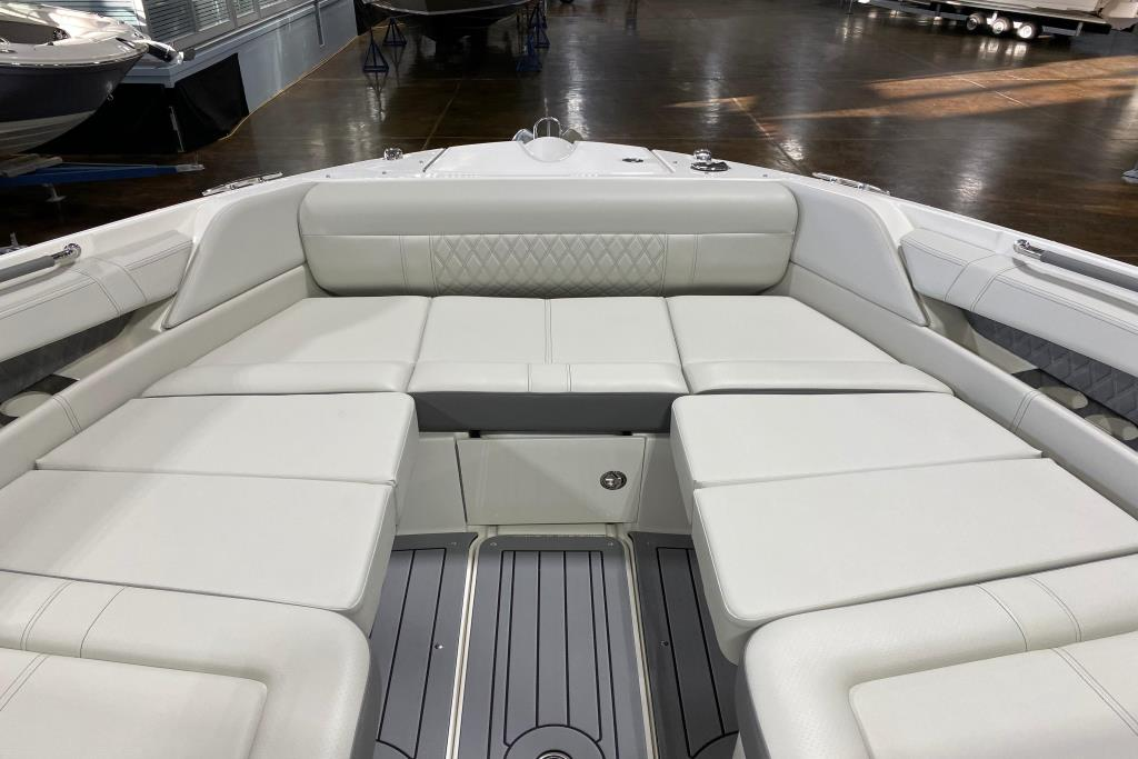 2020 Sea Ray SLX 350 Outboard Image Thumbnail #11