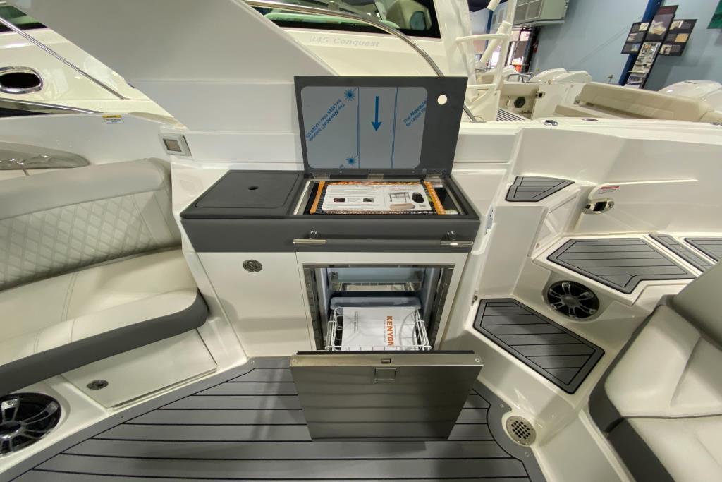 2020 Sea Ray SLX 350 Outboard Image Thumbnail #13