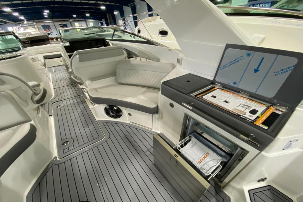 2020 Sea Ray SLX 350 Outboard Image Thumbnail #14