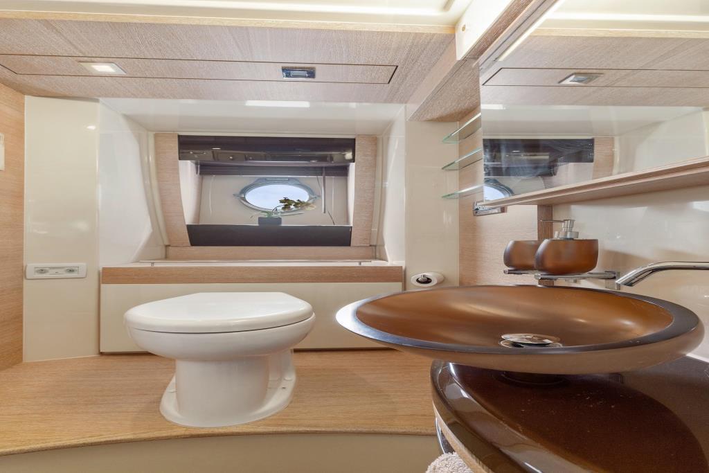 2011 Azimut 58 Flybridge Image Thumbnail #36
