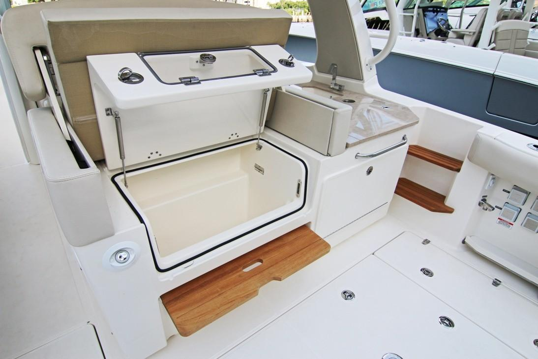 2020 Boston Whaler 350 Realm Image Thumbnail #7