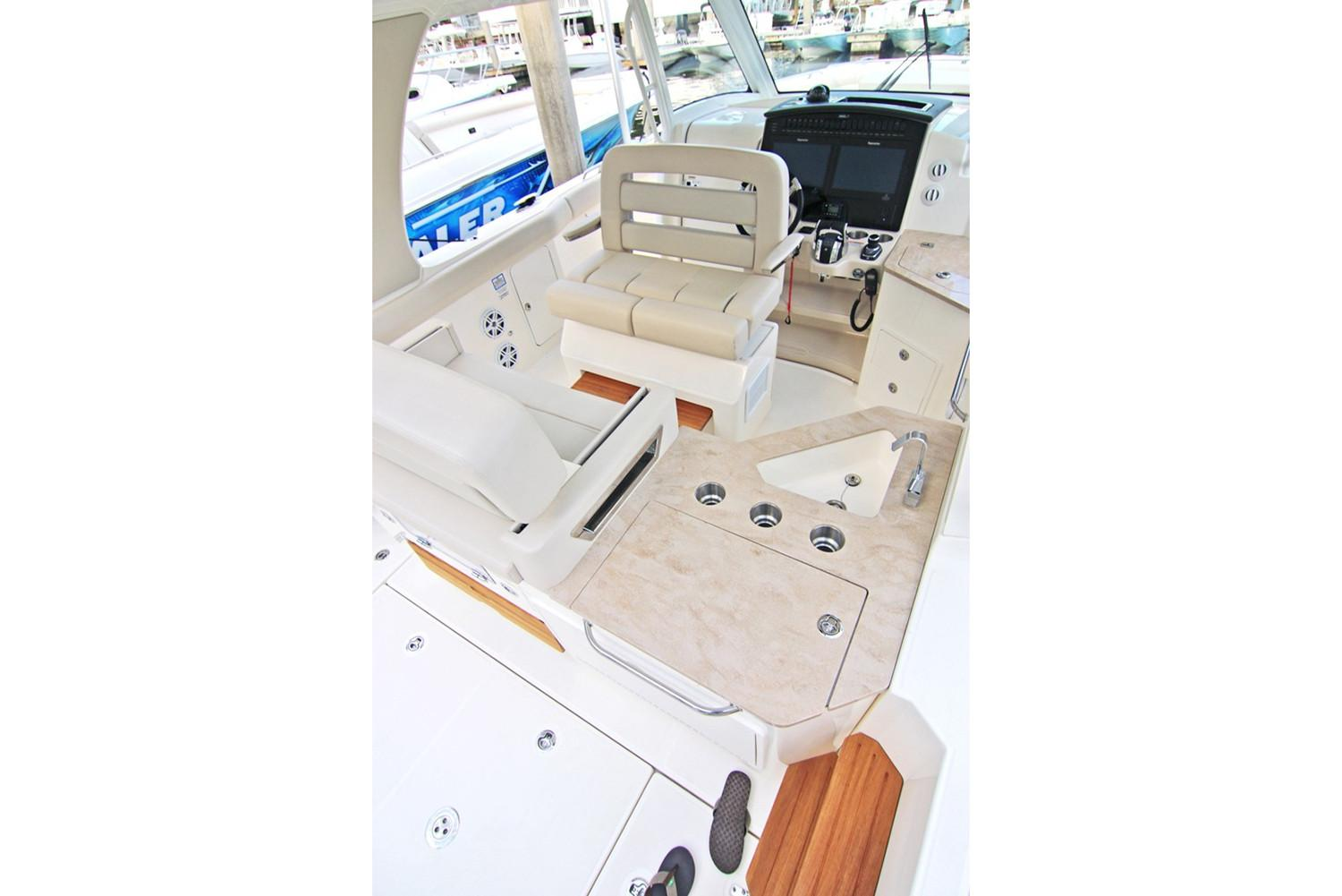2020 Boston Whaler 350 Realm Image Thumbnail #6