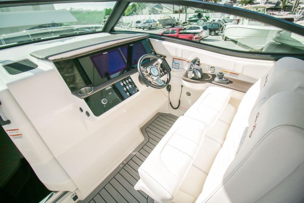 2020 Sea Ray Sundancer 320 Outboard Image Thumbnail #7
