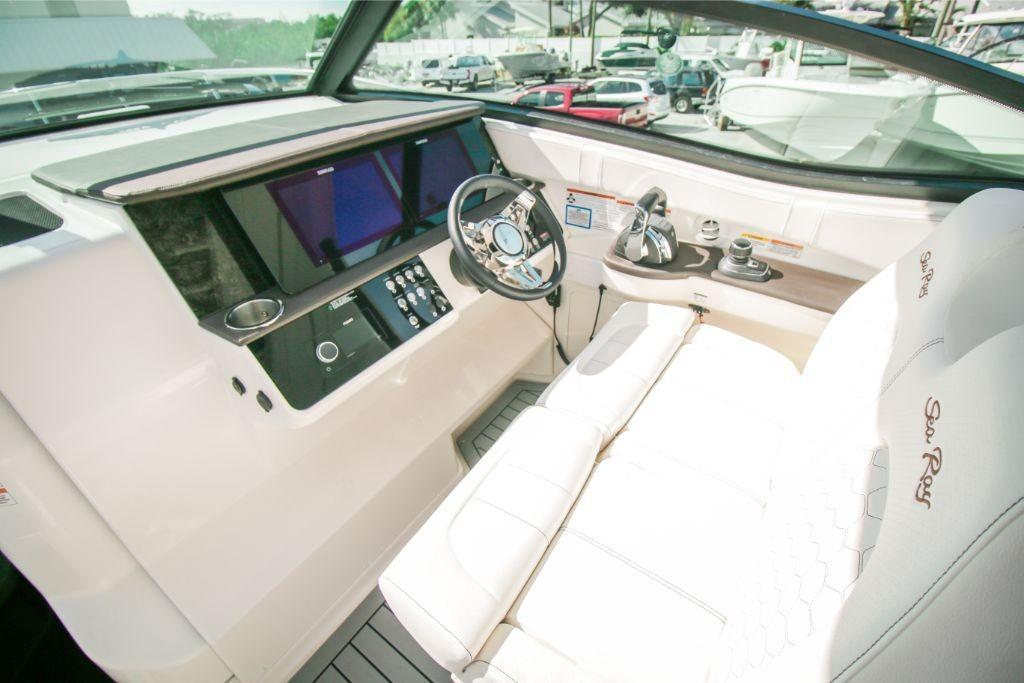 2020 Sea Ray Sundancer 320 Outboard Image Thumbnail #8