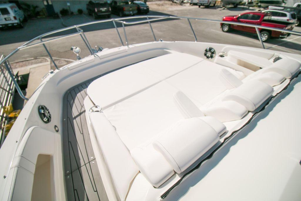 2020 Sea Ray Sundancer 320 Outboard Image Thumbnail #12