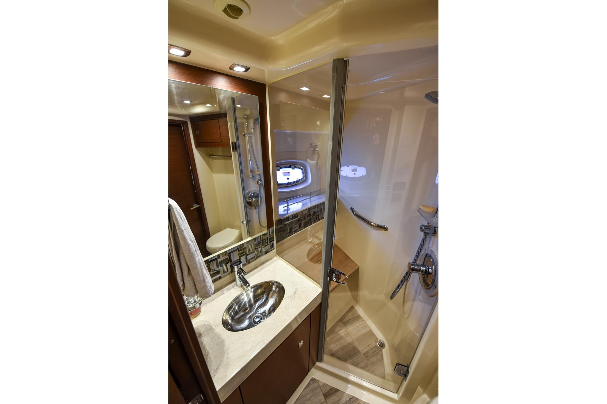 Photo 38 for 2015 Sea Ray 540 Sundancer