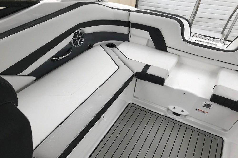 2020 Yamaha Boats 242SE Image Thumbnail #7