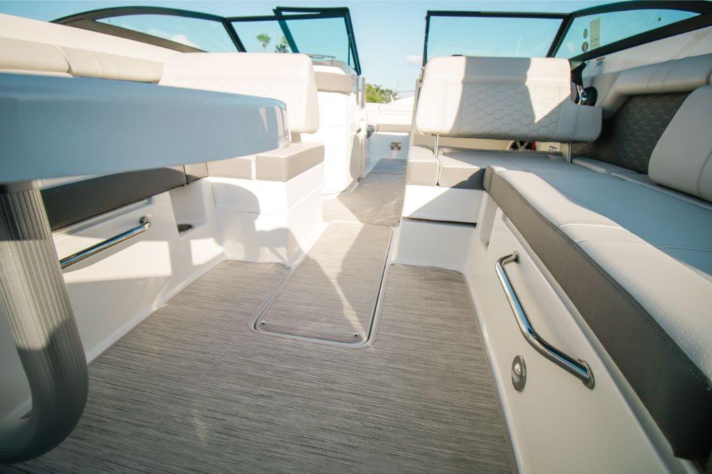 2020 Sea Ray SDX 270 Outboard Image Thumbnail #8