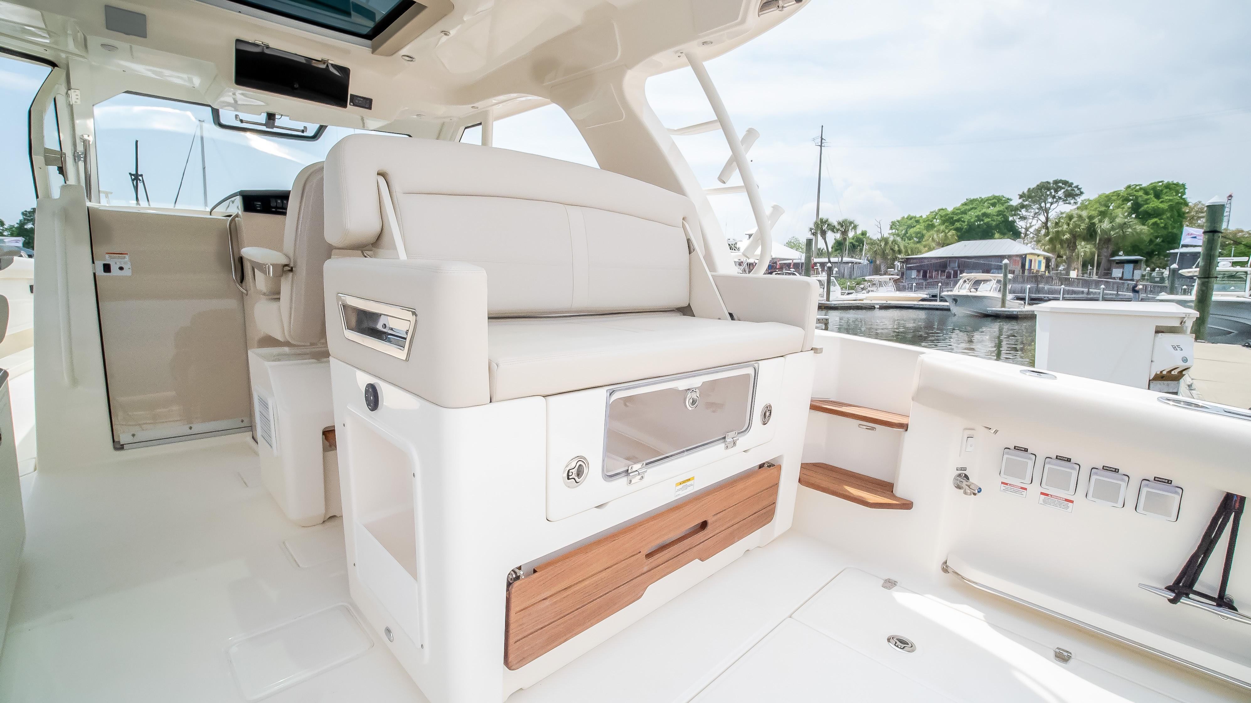 2020 Boston Whaler                                                              380 Realm Image Thumbnail #13