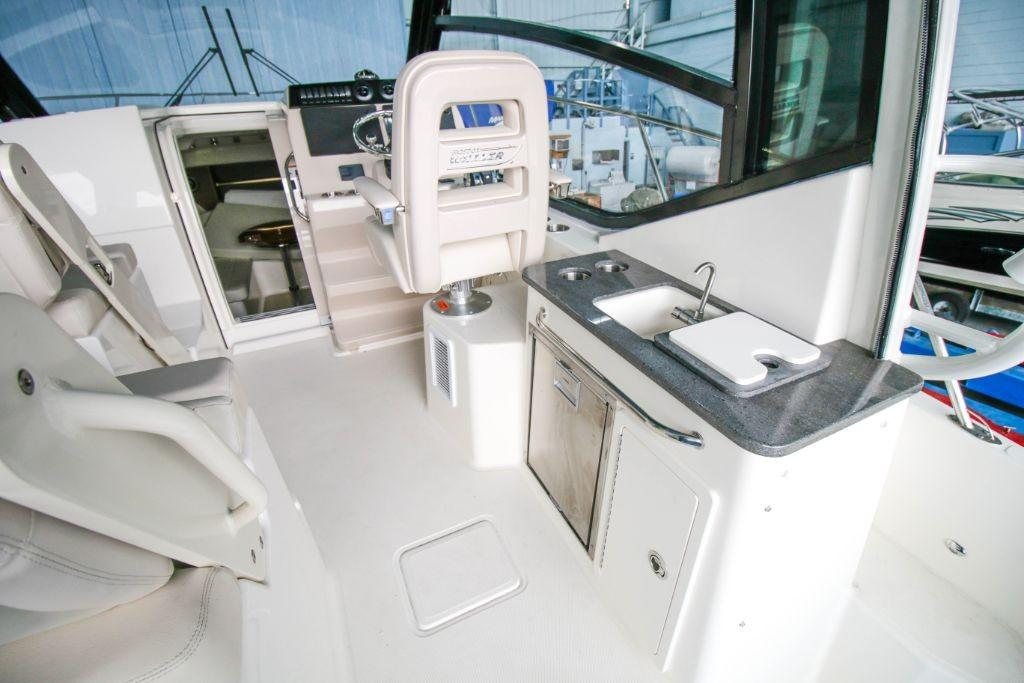 2020 Boston Whaler 325 Conquest Image Thumbnail #4