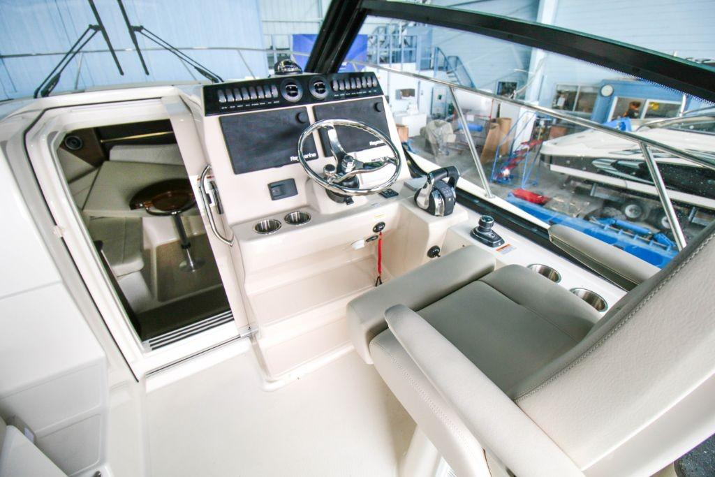 2020 Boston Whaler 325 Conquest Image Thumbnail #5