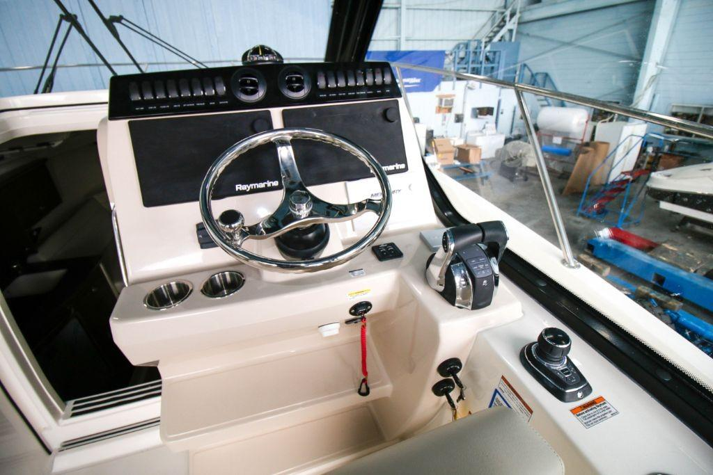 2020 Boston Whaler 325 Conquest Image Thumbnail #6