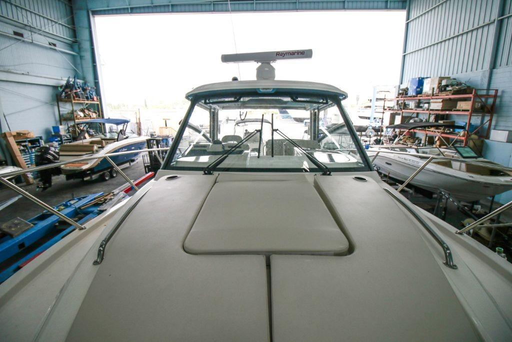 2020 Boston Whaler 325 Conquest Image Thumbnail #9