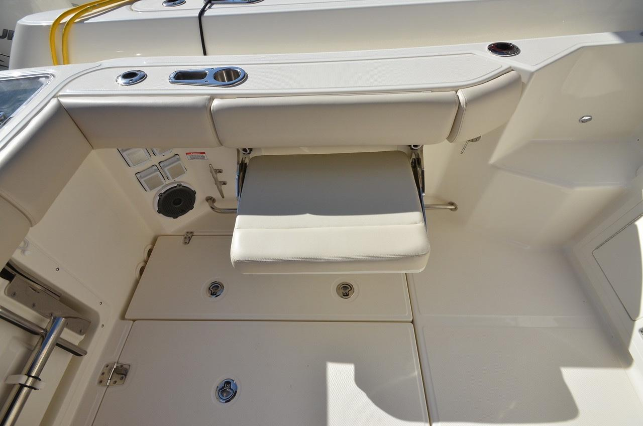 2020 Boston Whaler 325 Conquest Image Thumbnail #14