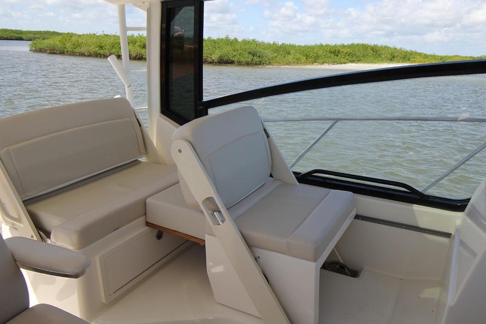2020 Boston Whaler 325 Conquest Image Thumbnail #16