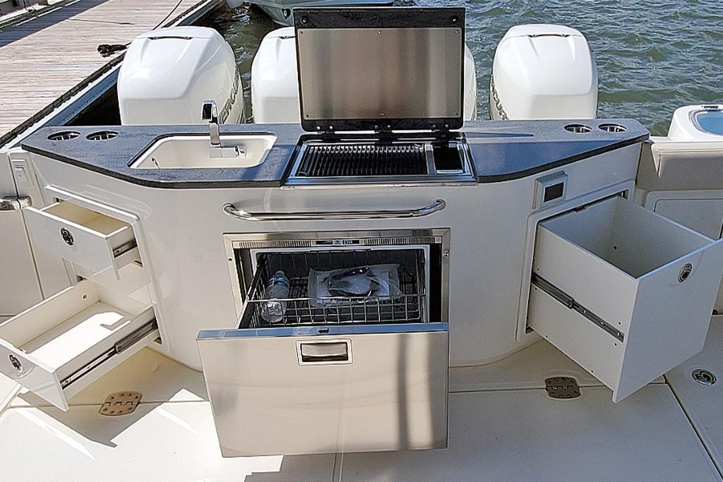 Photo 7 for 2021 Boston Whaler 405 Conquest