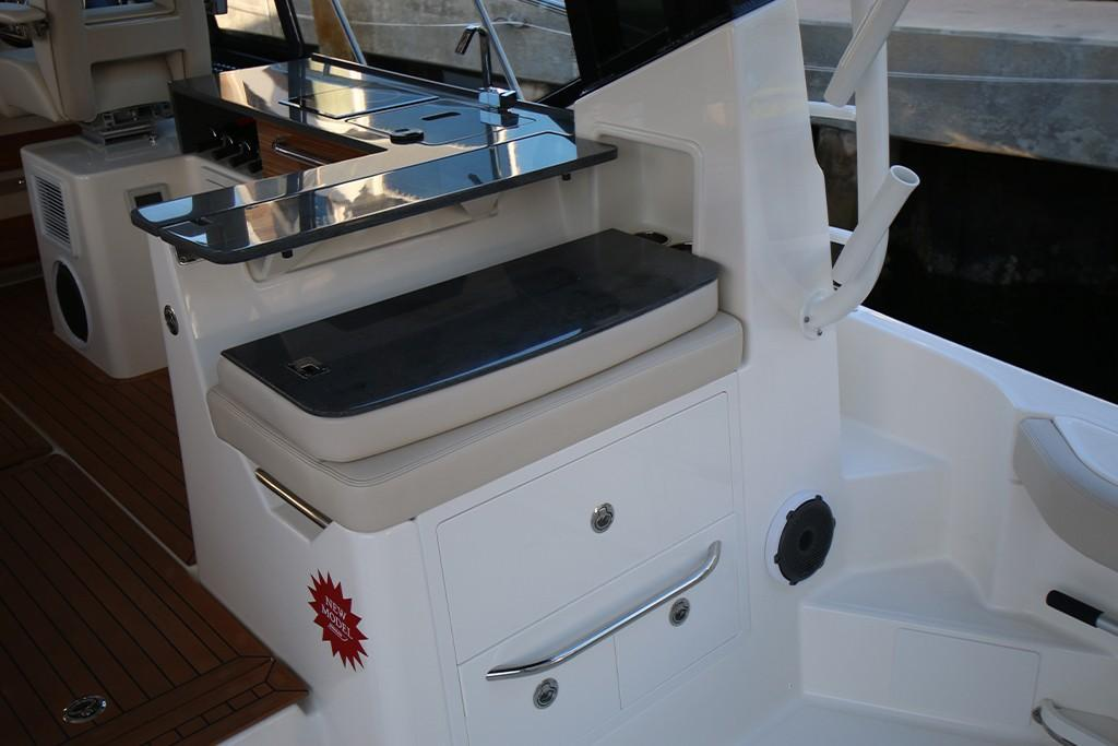 Photo 16 for 2021 Boston Whaler 405 Conquest
