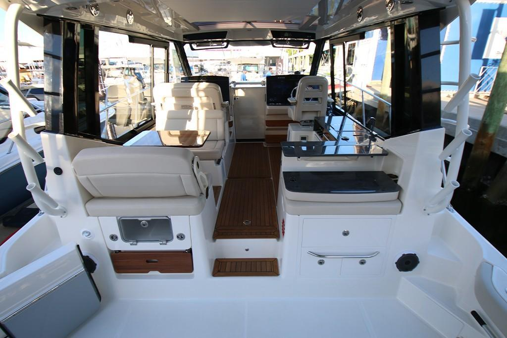 Photo 17 for 2021 Boston Whaler 405 Conquest