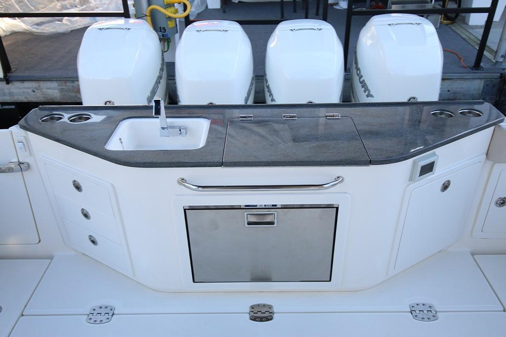 Photo 19 for 2021 Boston Whaler 405 Conquest