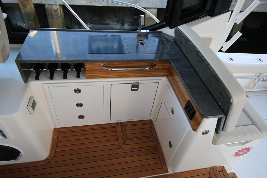 Photo 21 for 2021 Boston Whaler 405 Conquest