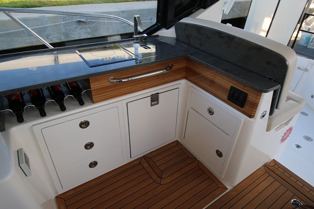 Photo 22 for 2021 Boston Whaler 405 Conquest