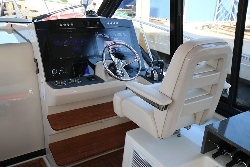 Photo 23 for 2021 Boston Whaler 405 Conquest