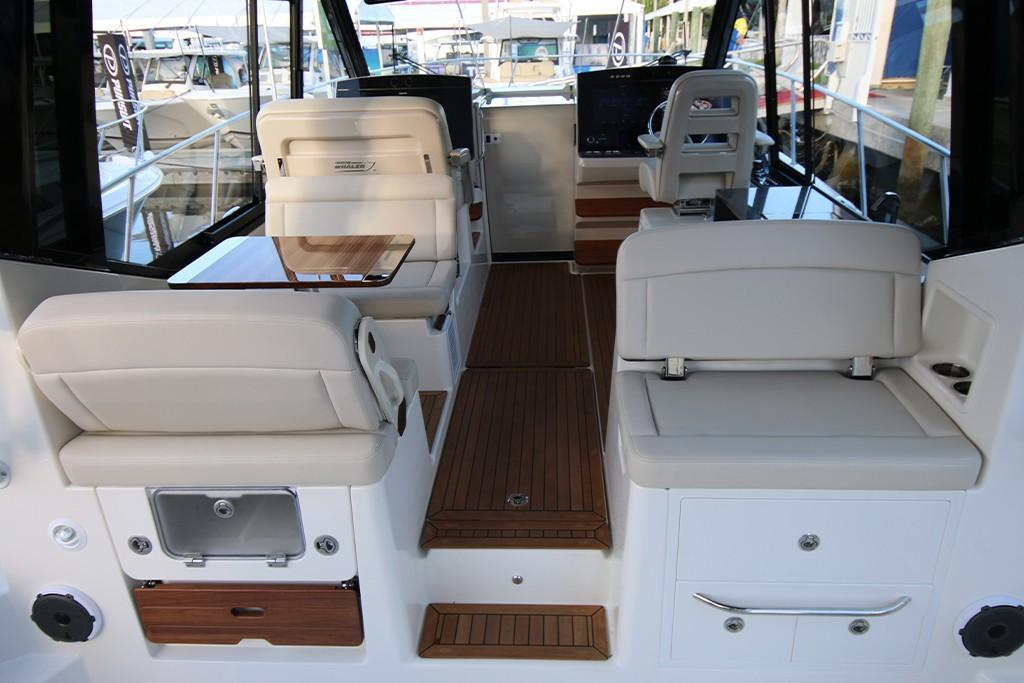 Photo 28 for 2021 Boston Whaler 405 Conquest