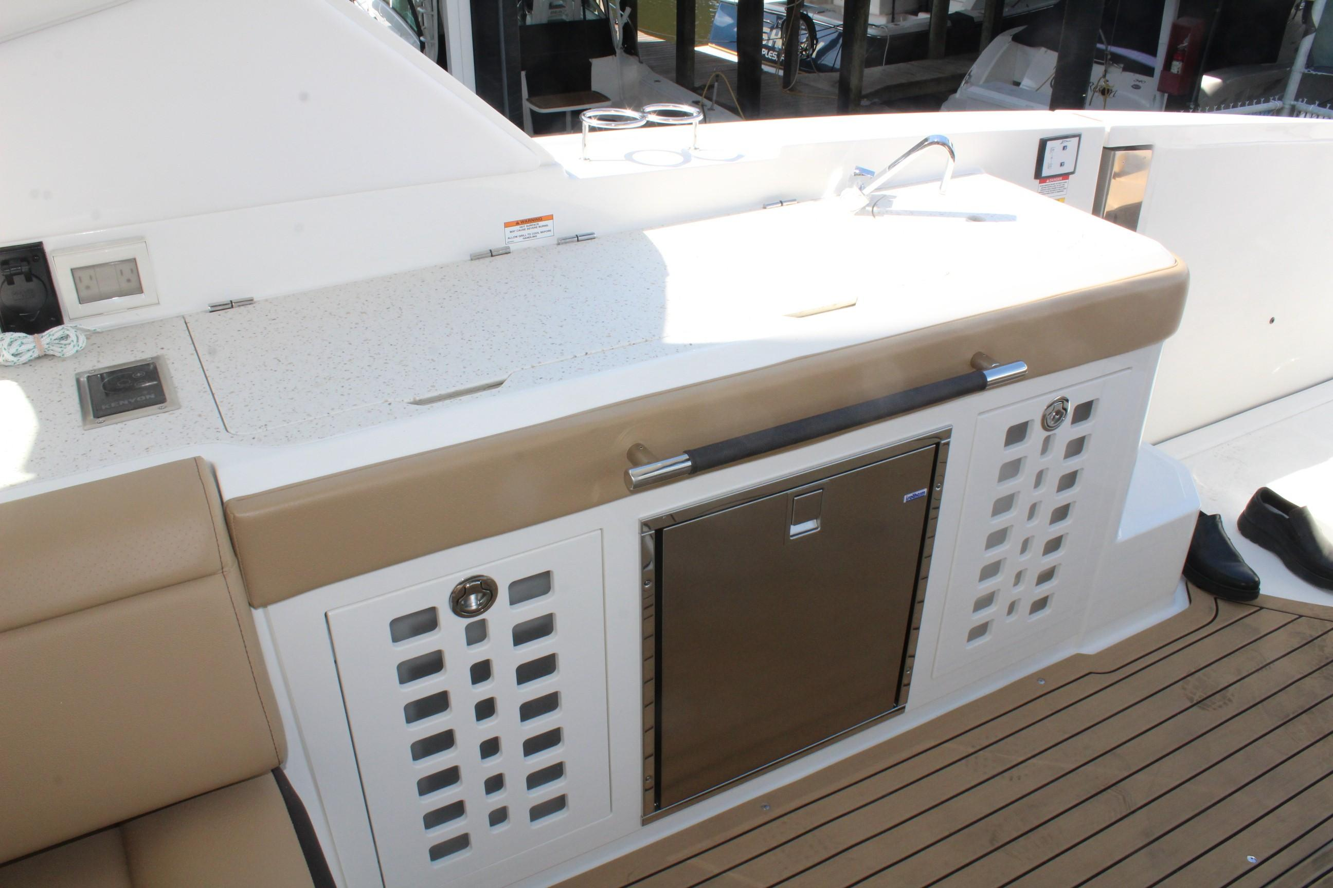2020 Sea Ray                                                              SLX 400 OB Image Thumbnail #5