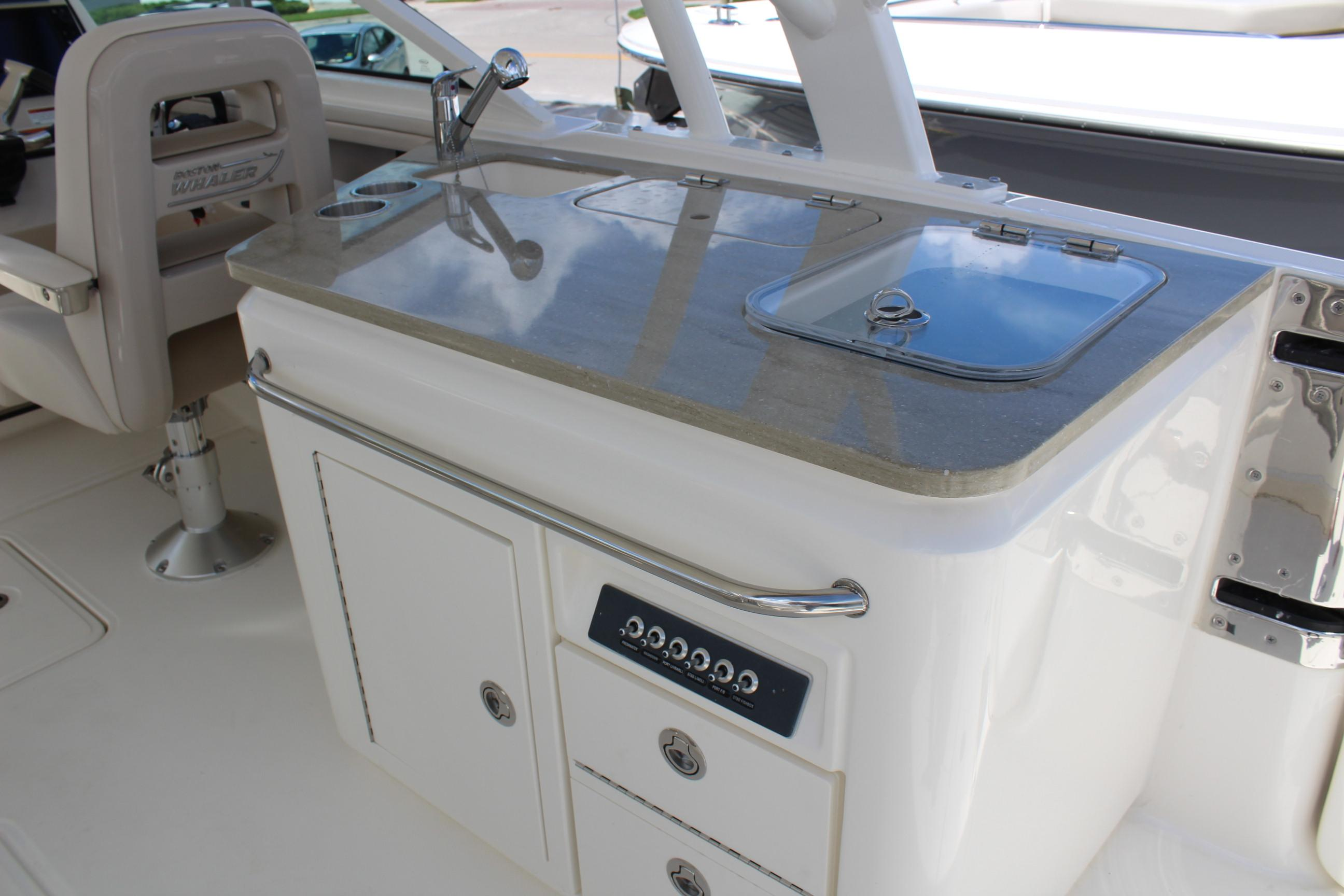 2021 Boston Whaler                                                              320 Vantage Image Thumbnail #7