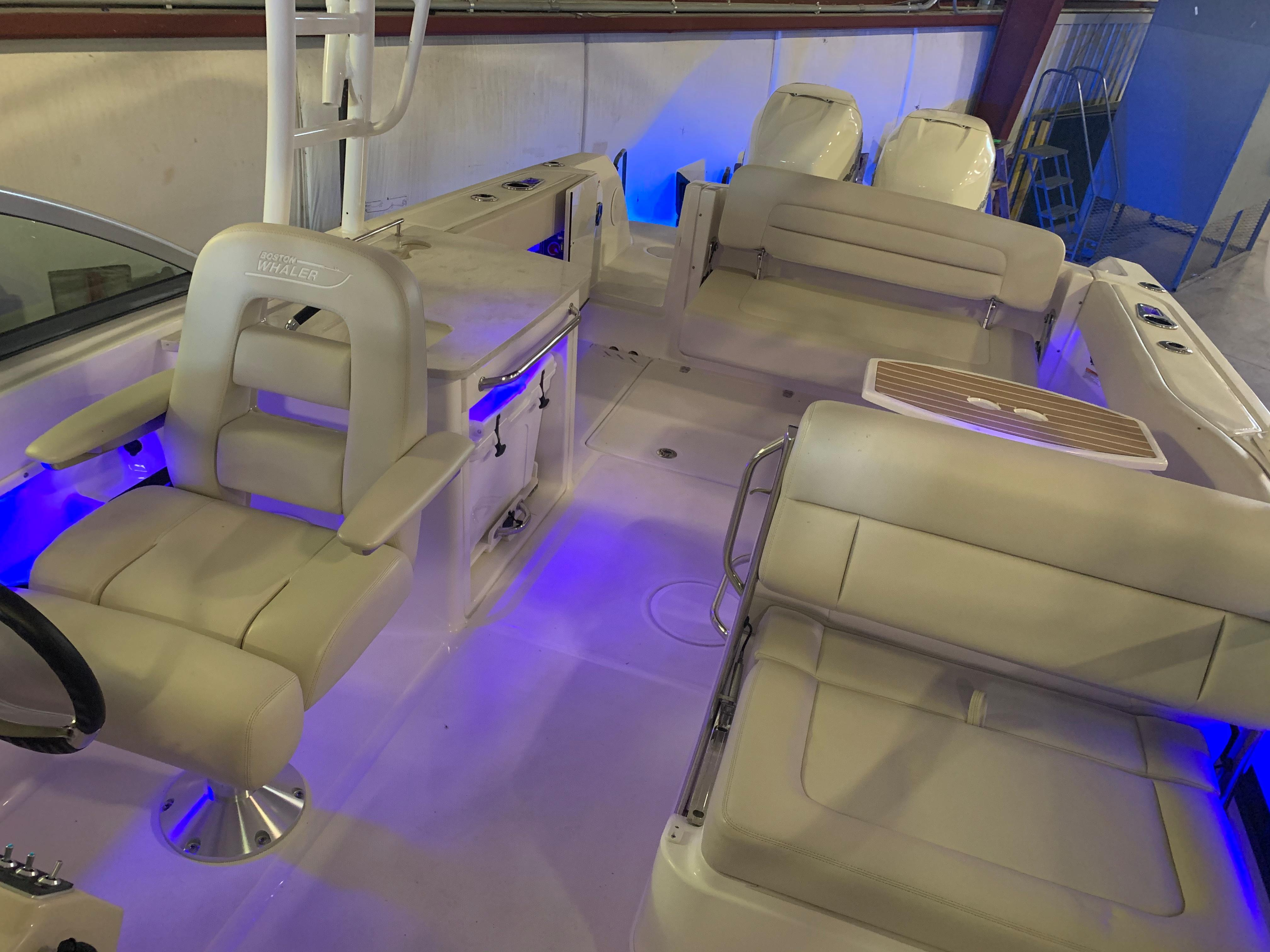 2018 Boston Whaler                                                              270 Vantage Image Thumbnail #11