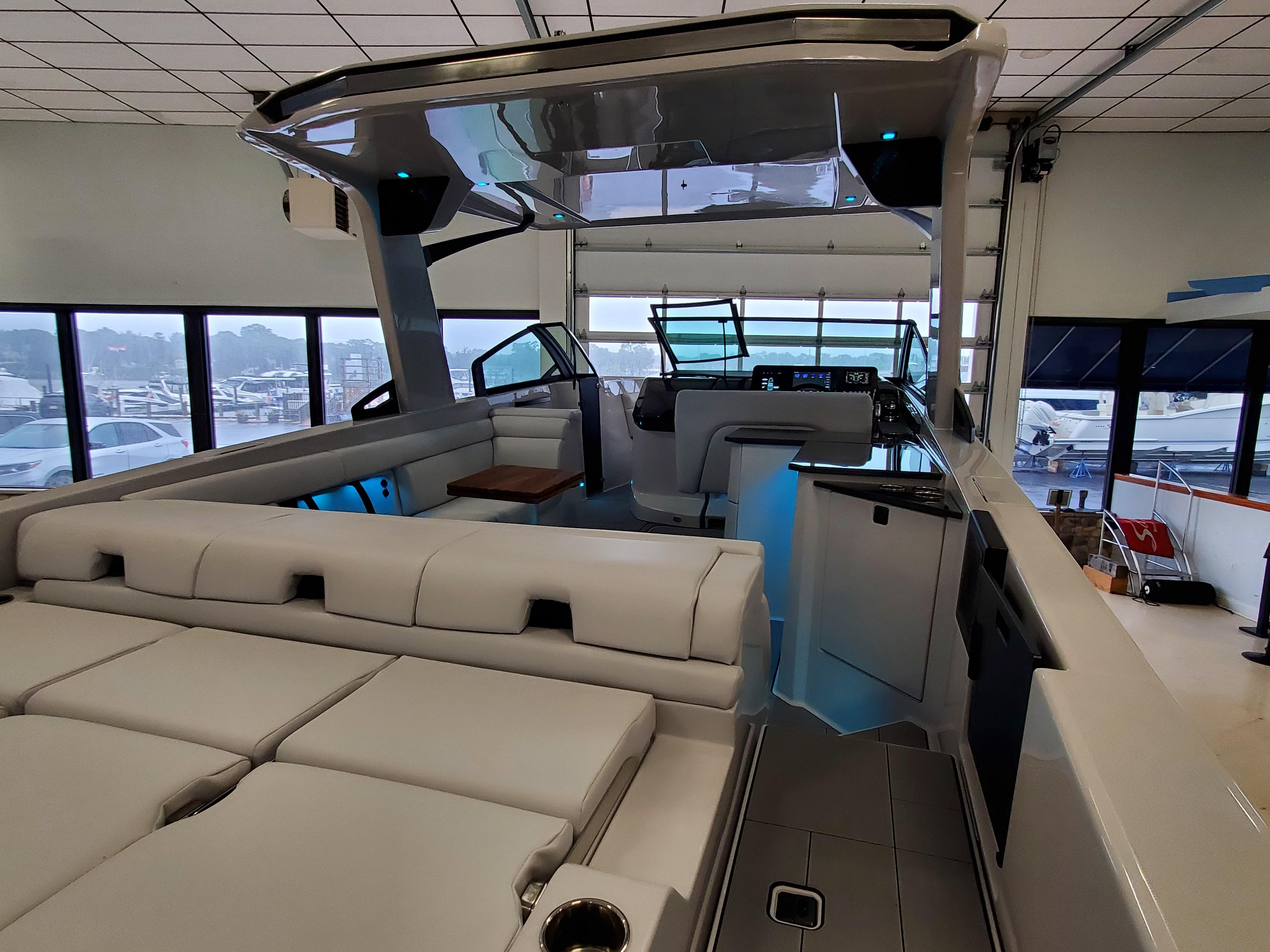 2021 Aviara                                                              AV32 Outboard Image Thumbnail #8
