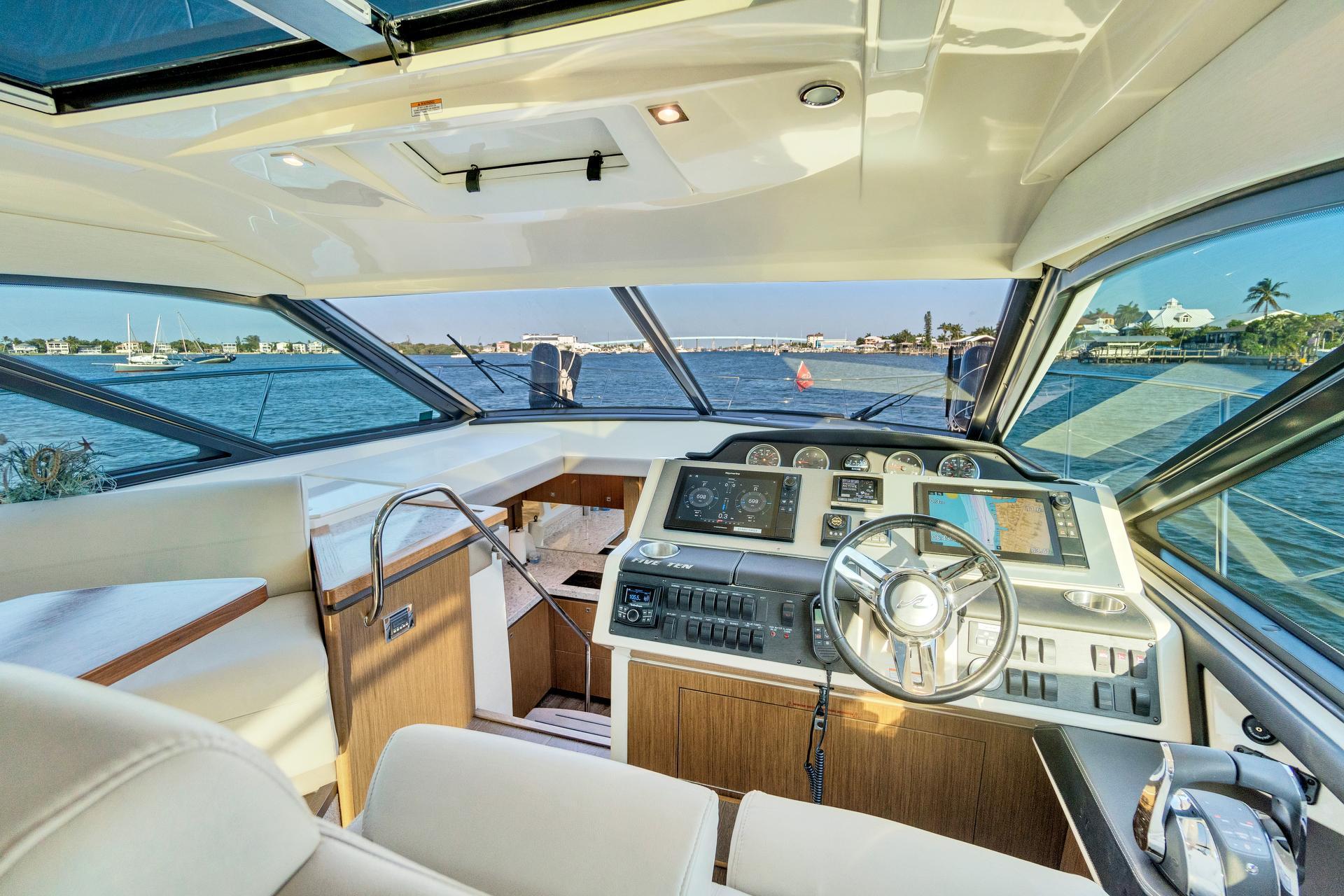 2017 Sea Ray                                                              Sundancer 510 Image Thumbnail #4