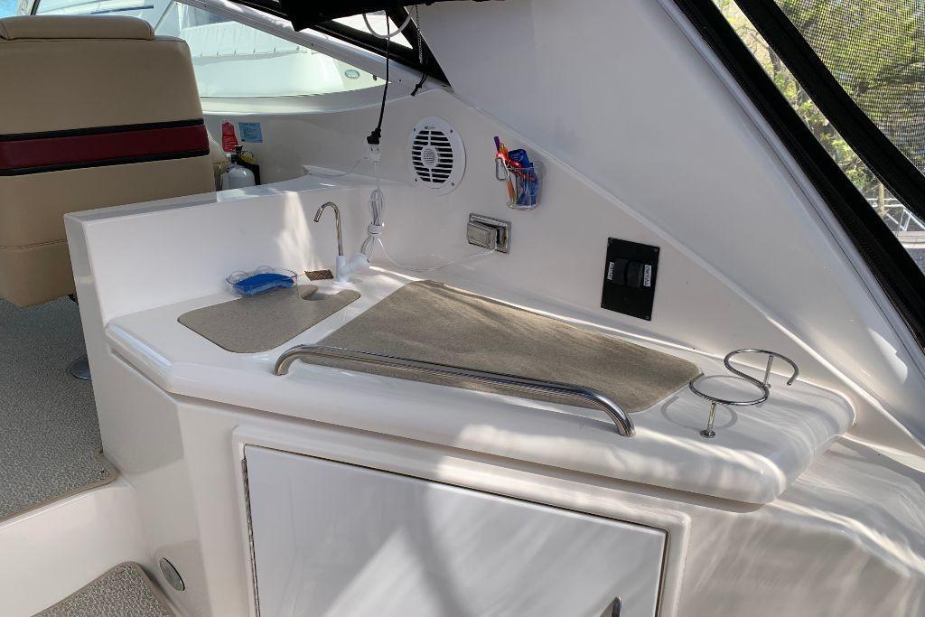 2004 Cruisers Yachts                                                              440 Express Image Thumbnail #20
