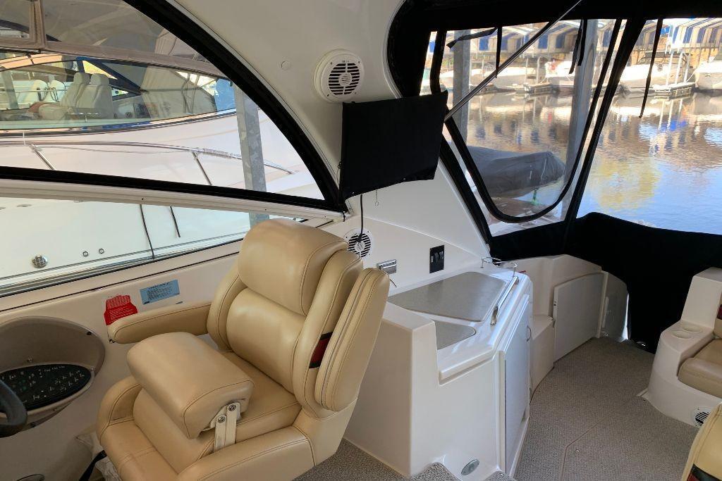 2004 Cruisers Yachts                                                              440 Express Image Thumbnail #27