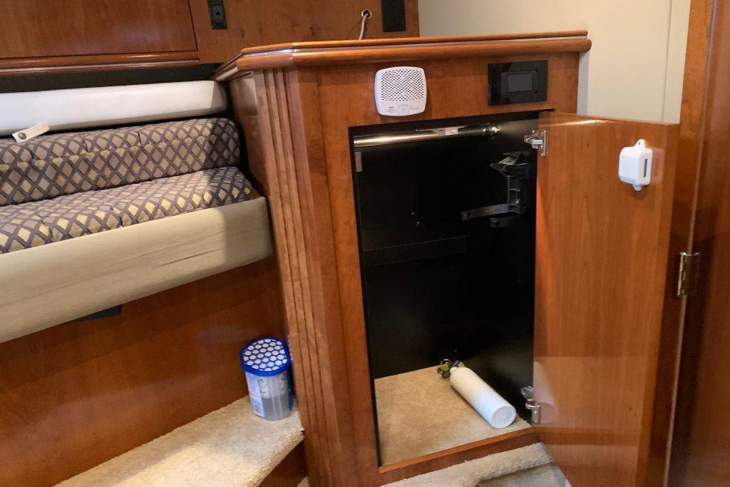 2004 Cruisers Yachts                                                              440 Express Image Thumbnail #59