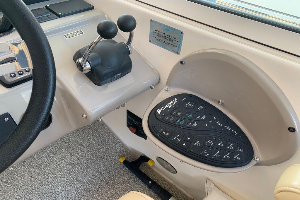 2004 Cruisers Yachts                                                              440 Express Image Thumbnail #36