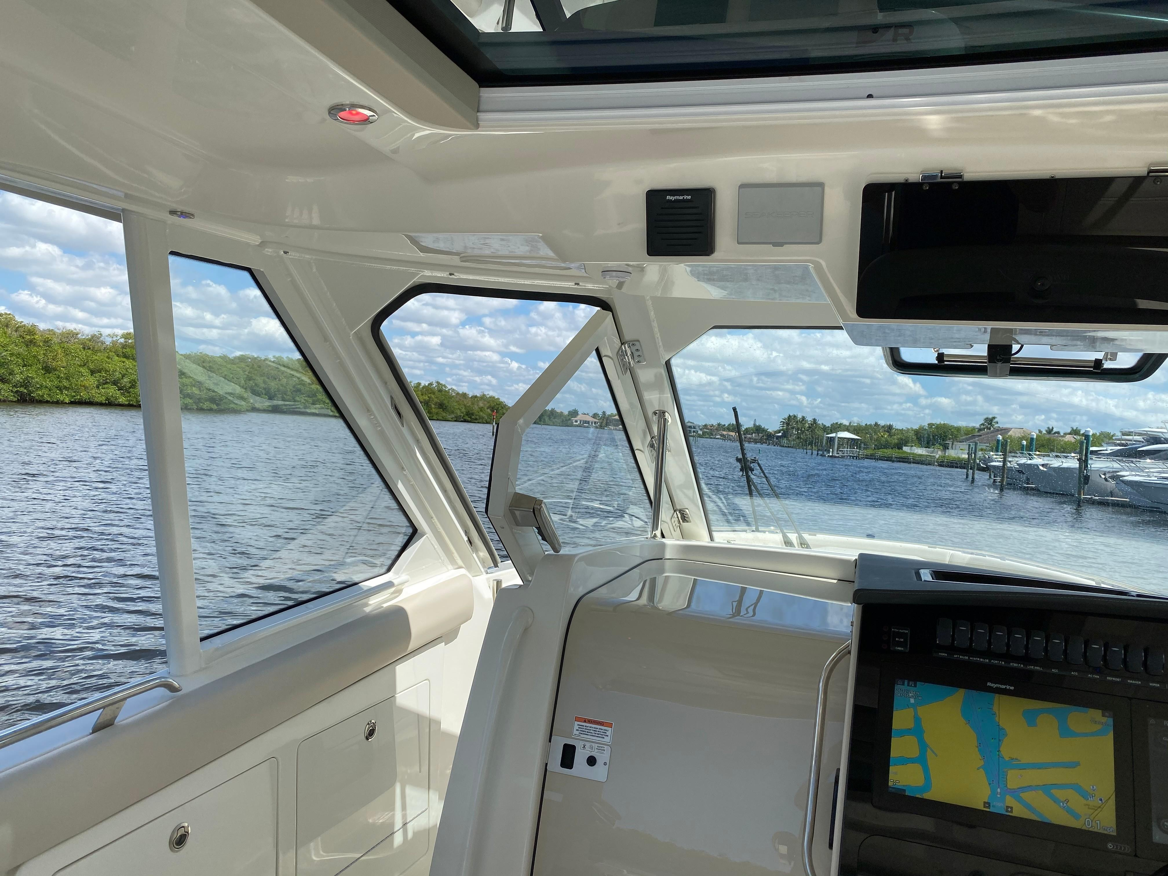 2020 Boston Whaler                                                              380 Realm Image Thumbnail #28