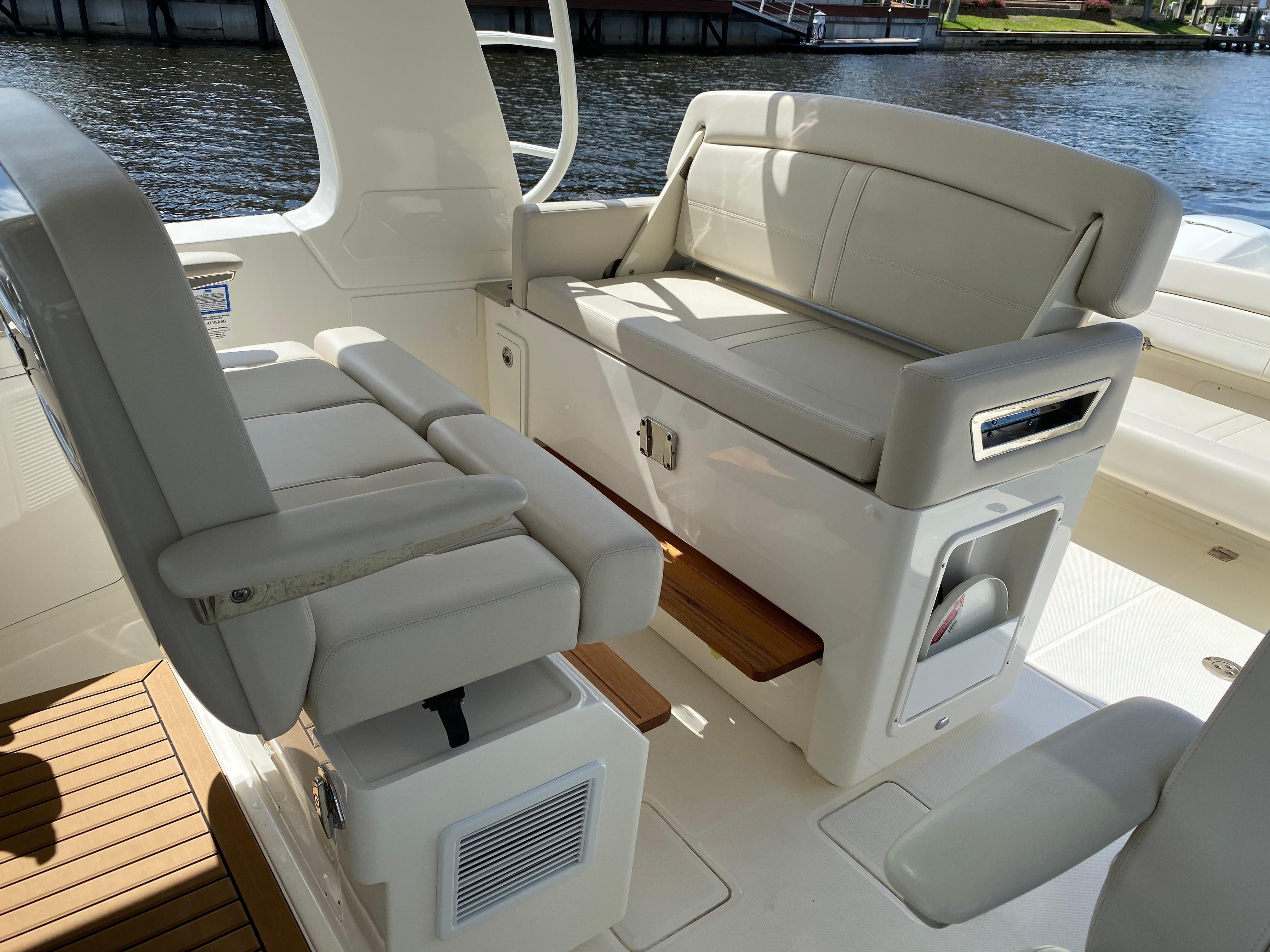 2020 Boston Whaler                                                              380 Realm Image Thumbnail #37