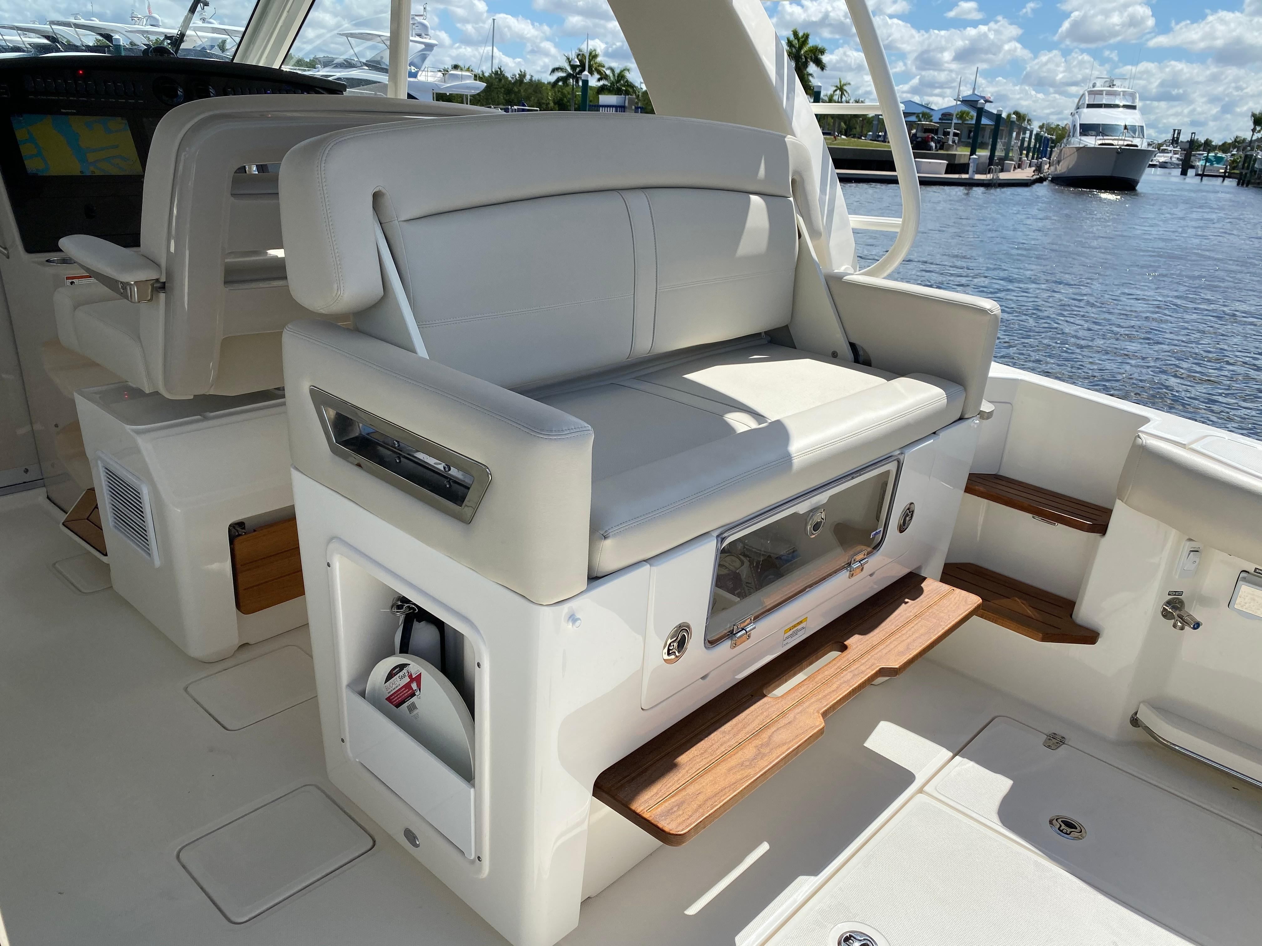 2020 Boston Whaler                                                              380 Realm Image Thumbnail #38